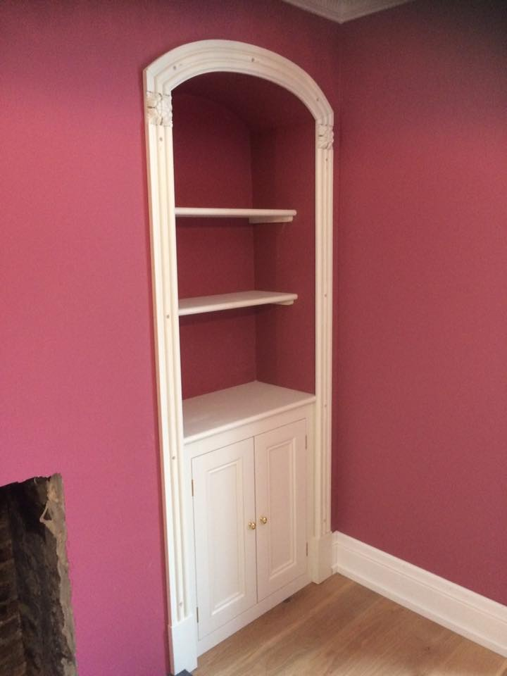 Alcove with architrave